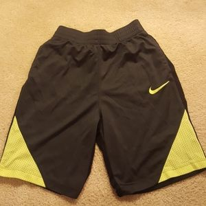 Nike boys dri fit youth large shorts